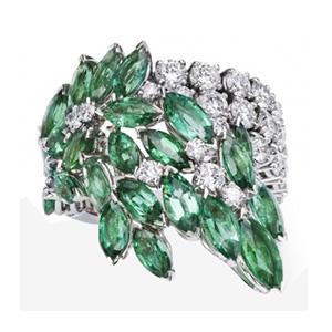 Bague Or Blanc Diamants et Émeraudes taille Marquise de Piaget