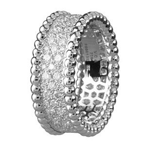 bague perl e en or blanc et diamants de van cleef arpels. Black Bedroom Furniture Sets. Home Design Ideas