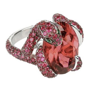 Bague Pythie Tourmaline Rose, Rubis et Émeraude de Boucheron