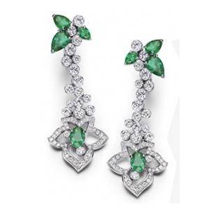Boucles d'Oreilles en Or Blanc Diamants Émeraudes de Piaget