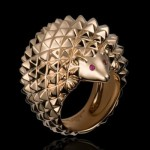 Bague Herisson: Or rose, Rubis, Diamants noirs 3490€