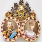 Bijou aux portraits du roi Georges V, Royaume-Uni.