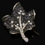 Broche Feuille Diamants Noirs 688€ - Expertissim.