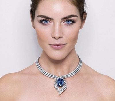 Diamant bleu Hope porté par Hilary Rhoda