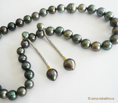 Perles noires rondes et poires de Tahiti