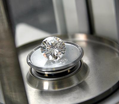 Photo d'une pierre précieuse : le diamant