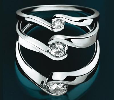 Trois solitaires en diamant du créateur de bijoux Maty