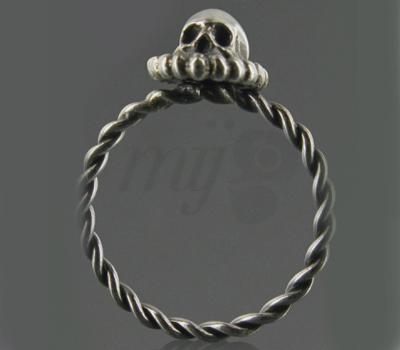 Bague Corpus Christi Crâne sur Winaretta