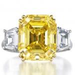 Bague Diamant Jaune Taille Émeraude par Harry Winston