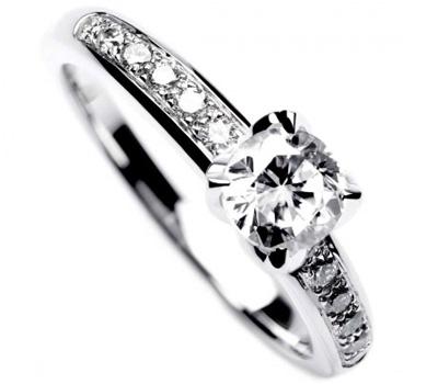 2992aa54efa27 Bien choisir votre bague de fiançailles en platine - Made in Joaillerie