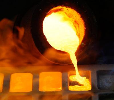 Fonte de l'or en lingots d'or fin