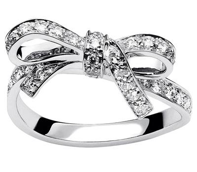 Bague de fiançailles diamants de Dior