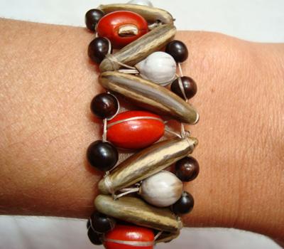 Bijou ethnique bracelet en bois