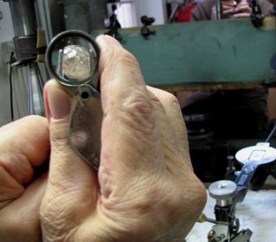 Métier diamantaire taille des diamants bruts