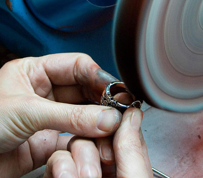 Métier de polisseur en bijouterie joaillerie