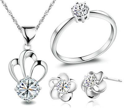 Parure de bijoux en or blanc et diamants