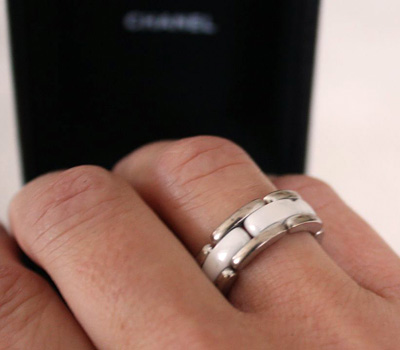 Bague Chanel d'occasion version Ultra en céramique