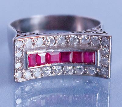 Bague ancienne avec rubis et diamants
