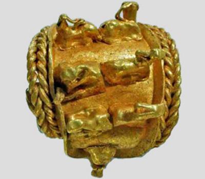 Boucle d'oreille en or du trésor découvert en Israël
