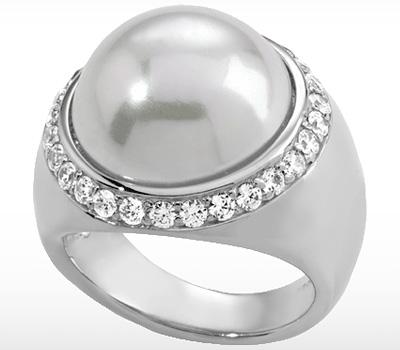 Bague Majorica avec une perle et diamants
