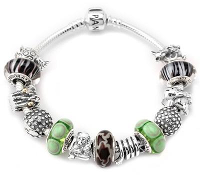 Bracelet Pandora avec des charms en argent