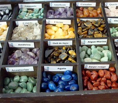 Échantillon de minéraux du monde et de pierres