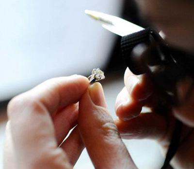Expertise d'un bijou de type bague diamant