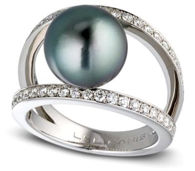 Bague avec une perle noire de Tahiti et des diamants
