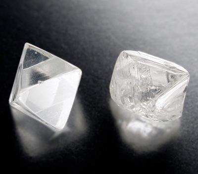 Diamant brut de forme Octaedre