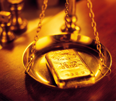 Pesée avec une balance pour le grammage en or