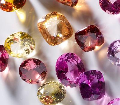 Diamants rares de différentes couleurs