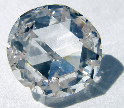Faux diamant ou diamant synthétique