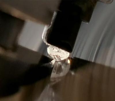 La taille d'un diamant brut