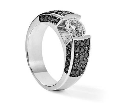 Bague solitaire avec des diamants noirs