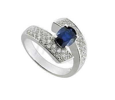 Bague saphir bleu et diamants sur or blanc