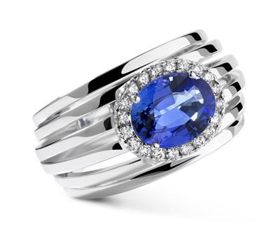 Bague saphir bleu sur or blanc et diamants