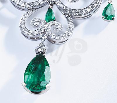 Émeraude du collier Danses Fantasques de Fabergé