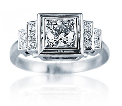 Bague art deco en or blanc et diamants