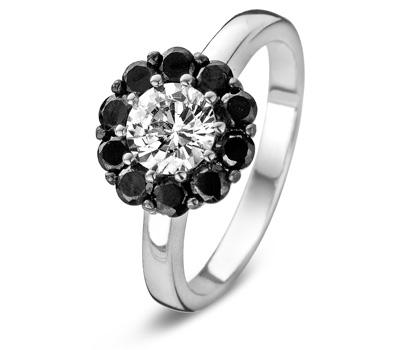 Bague de mariage avec des diamants noirs.