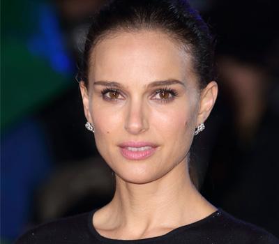 Bijoux Rose Dior Bagatelle portés par Natalie Portman