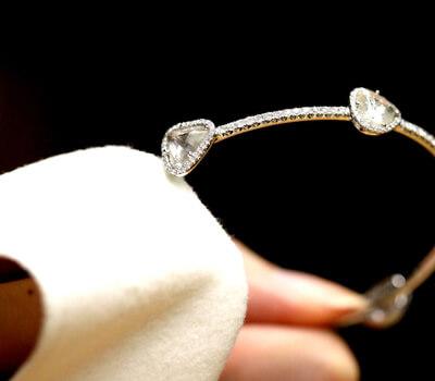 Raviver des bijoux en or