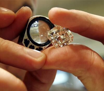 Négoce du diamant dans une bourse