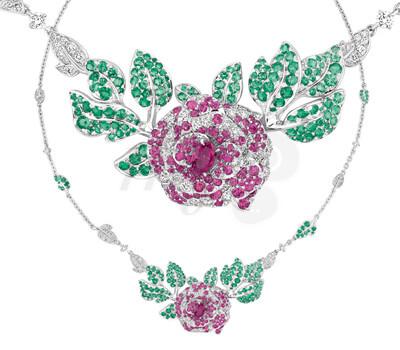 Collier Rose Dior Bagatelle Saphirs Émeraudes.