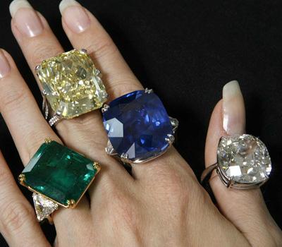 Bague avec différentes pierres précieuses