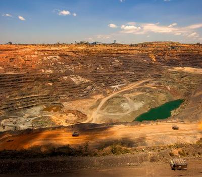 Mine de diamant brut à ciel ouvert