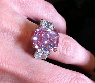 Bague solitaire en diamant rose