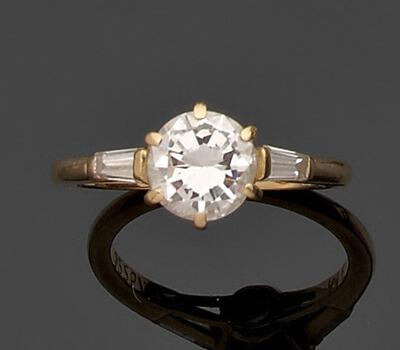 Diamant taille ancienne sur une monture solitaire