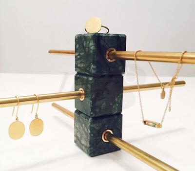le pr sentoir bijoux precious realm by haga made in joaillerie. Black Bedroom Furniture Sets. Home Design Ideas